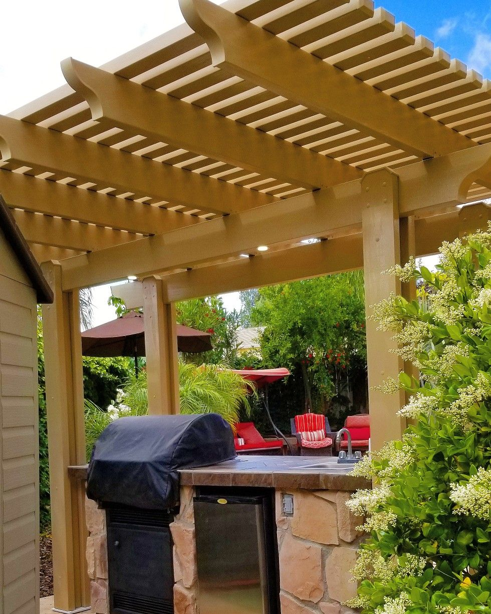 Latte Color Alumawood Patio Cover Over Bbq Island Aluminumpatiocover Bbqisland Outdoorkitchen Pergola Lattic Backyard Landscaping Designs Pergola Backyard