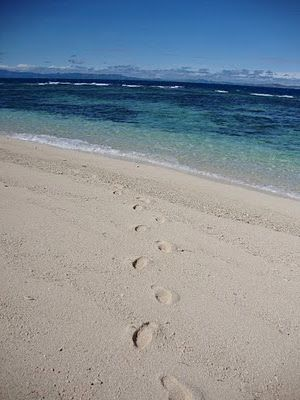 Footsteps on the beach - Navini Island : Fiji