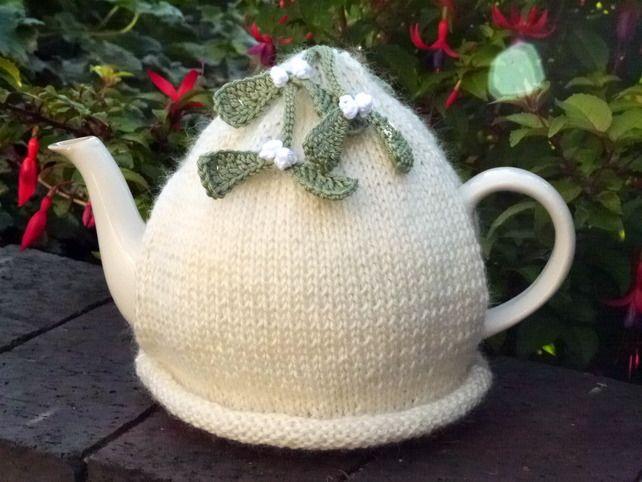 Christmas Mistletoe Tea Cosy | Tea Cosy Knitting Patterns ...