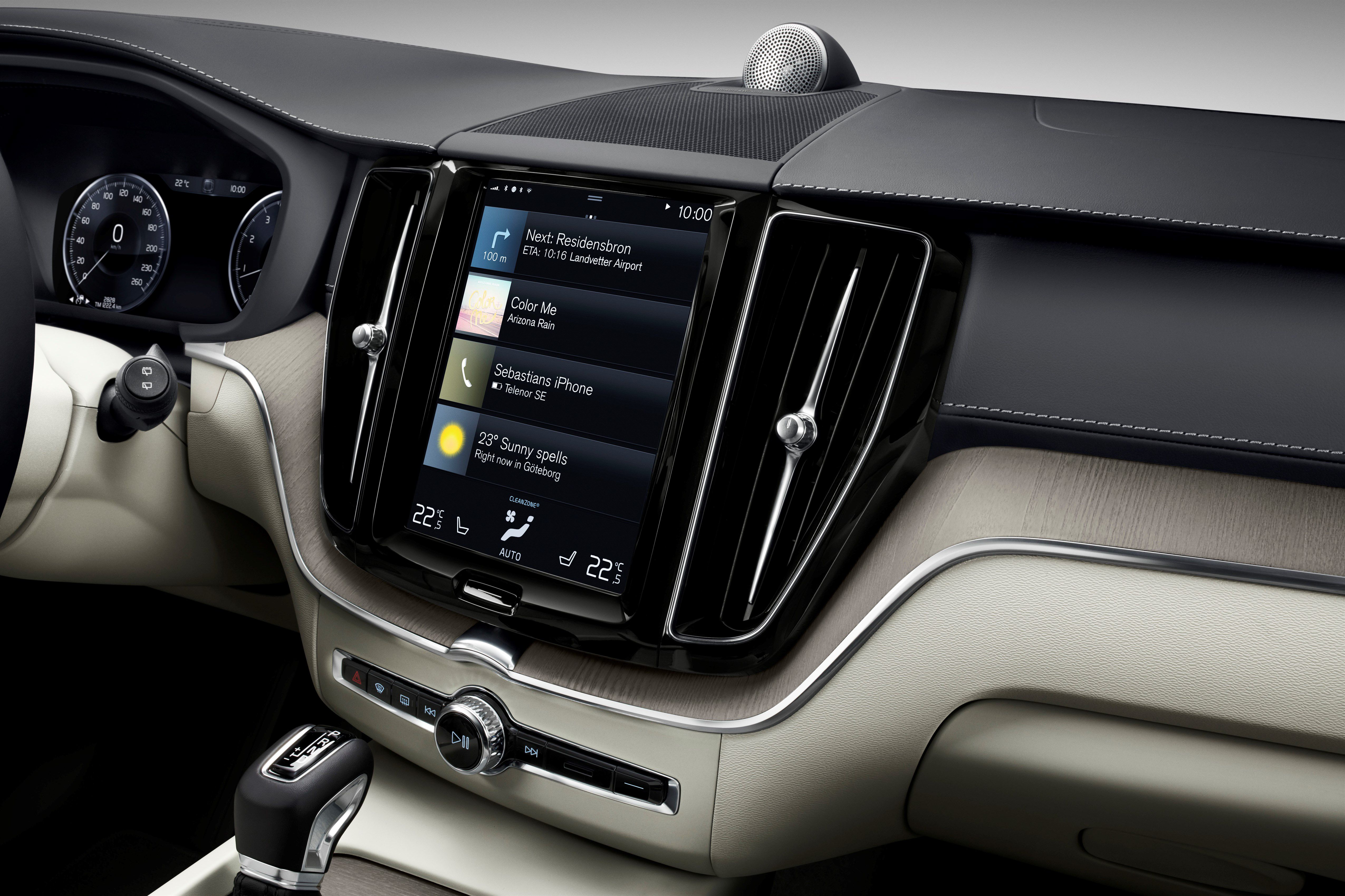 Volvo Xc60 The New Volvo Xc60 One Of The Safest Cars Ever Made Is Fully Loaded With New Technology Steer Assist Has Been Added T Volvo Xc60 Volvo Cars Uk