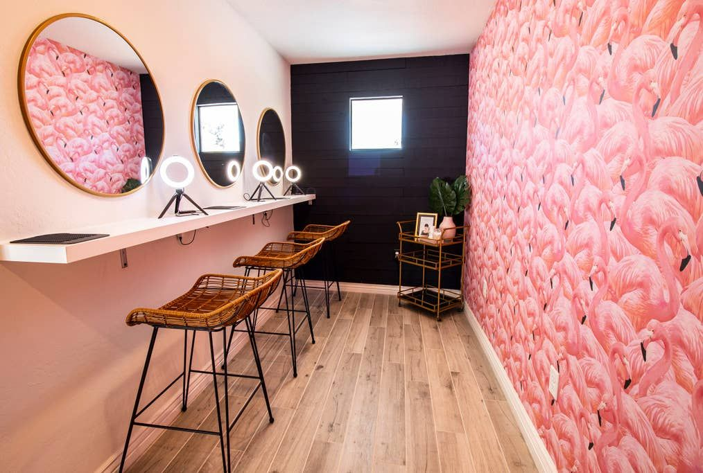 Entire Home Apt In Scottsdale United States Welcome To The Pink Cactus Where You Re Free To Be A Lit In 2020 Renting A House Girls Getaway Outdoor Tables And Chairs
