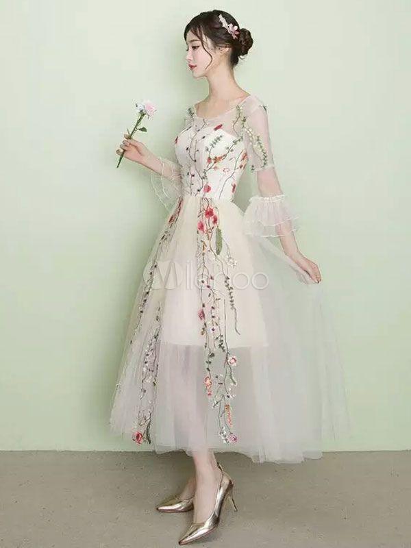 Hübsches Ballkleid Tüll mit Rundkragen und Blumen-Deko ...