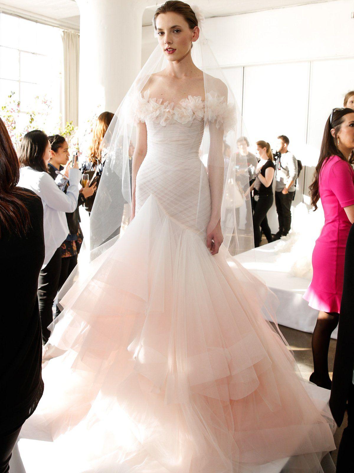 Unkonventionelle Brautkleider | Pinterest | Brautkleid, Farbverlauf ...