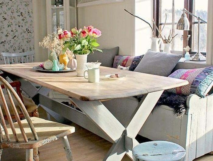00-salle-a-manger-deco-recup-diy-lustres-bleus-chaises-en-bois - Decoration Salle Salon Maison