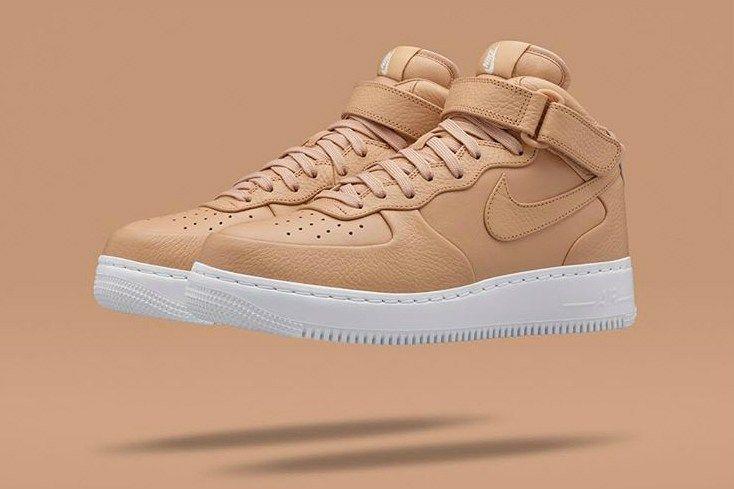 Nike Air Force 1 Mid chiaro