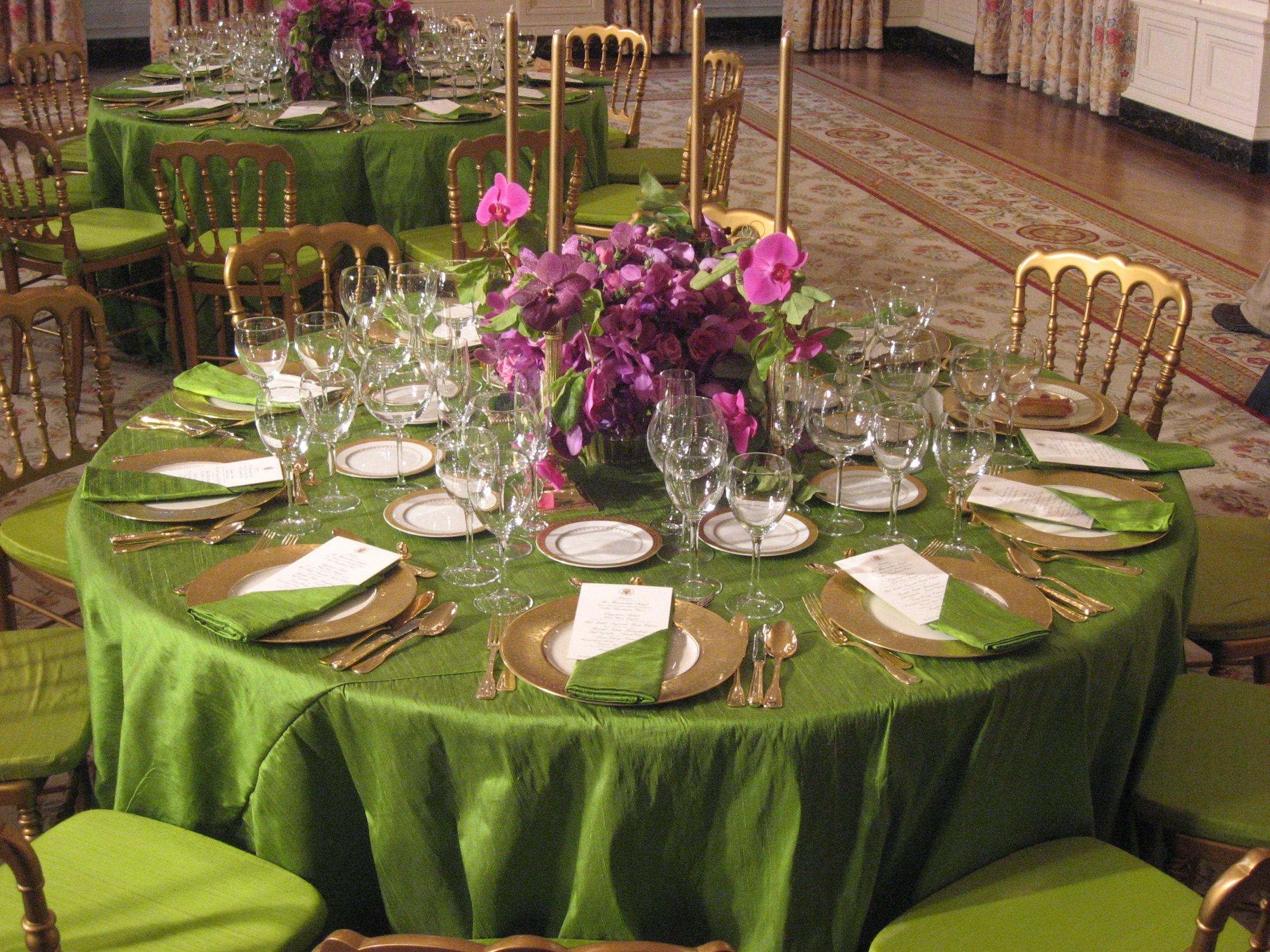 Dark Tablecloths On Dinner Tables Will Highlight Elegant