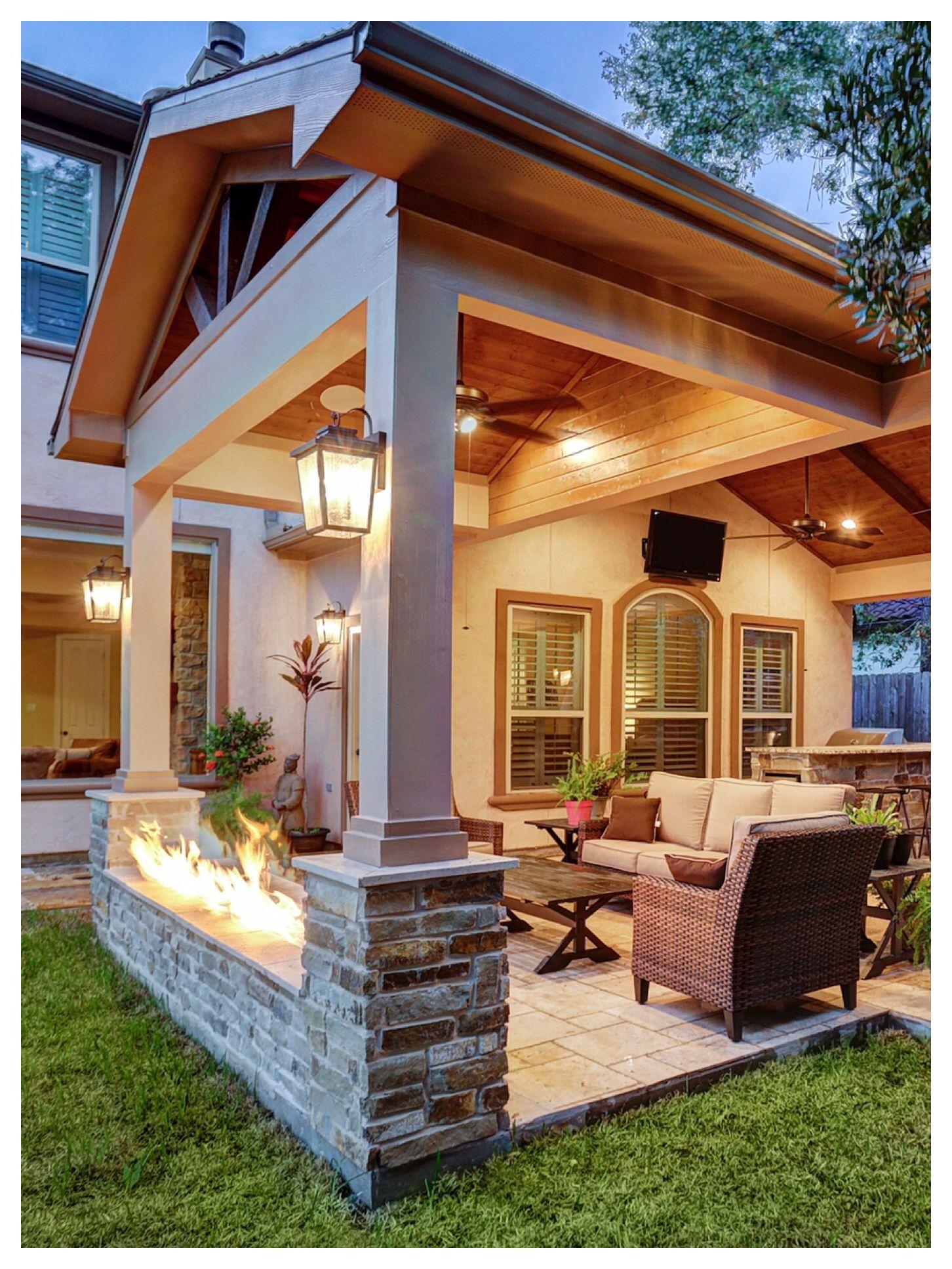 Firepit In Between Columns Outdoorliving Patio Patiocover Texascustompatios Patio Design Pergola Patio
