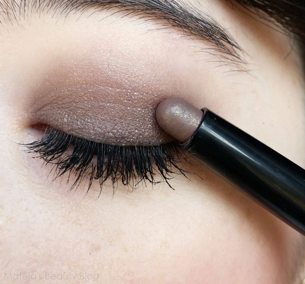 Matejas Beauty Blog Kiko Long Lasting Stick Eyeshadow 38 Golden