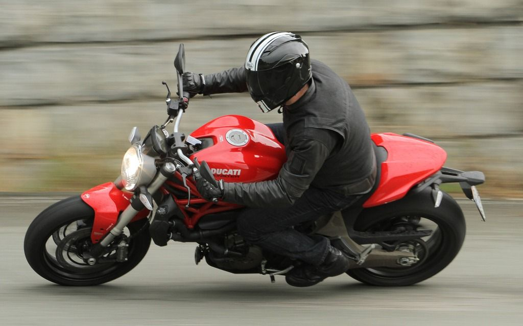 THe 821 in action. - Photo Gallery - Cycle Canada