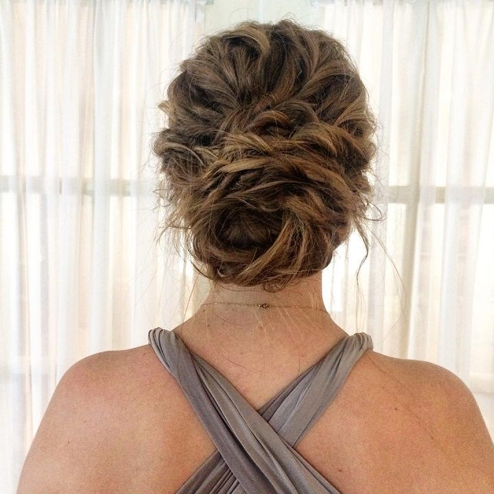 messy textured hair for the bridesmaid #weddinghair #bridesmaidhairstyle #updos