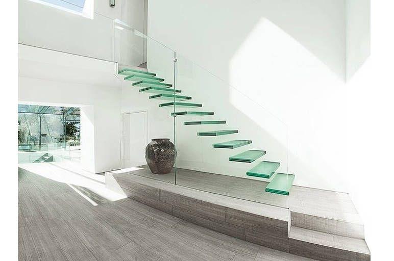 Stikliniai laiptai interjere