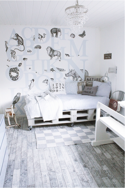 again, another pallet bed under alcove   Kid\'s Spaces   Pinterest ...