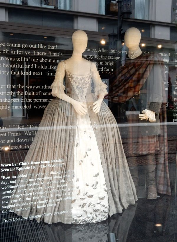 f46433d2f5f Pin by Alissa H on Claire Fraser Wedding Dress