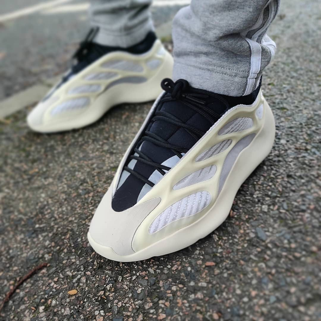 Adidas Yeezy 700 V3 Azael In 2020 White Nike Shoes Yeezy Shoes Fashion Shoes Sneakers