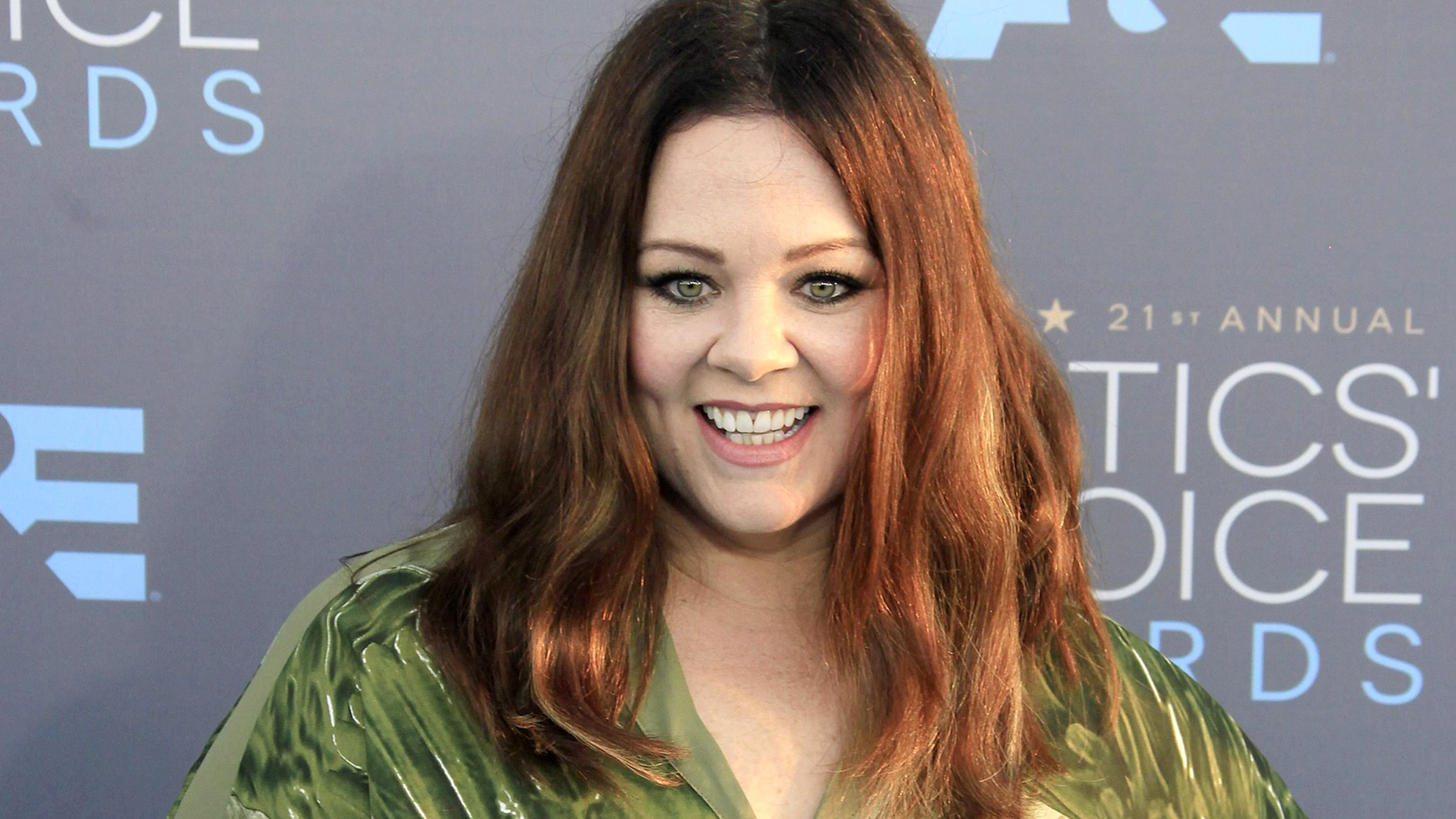 Melissa Mccarthy Hairstyles No Laughing Matter Melissa Mccarthy Looks Gorgeous With Short Hair