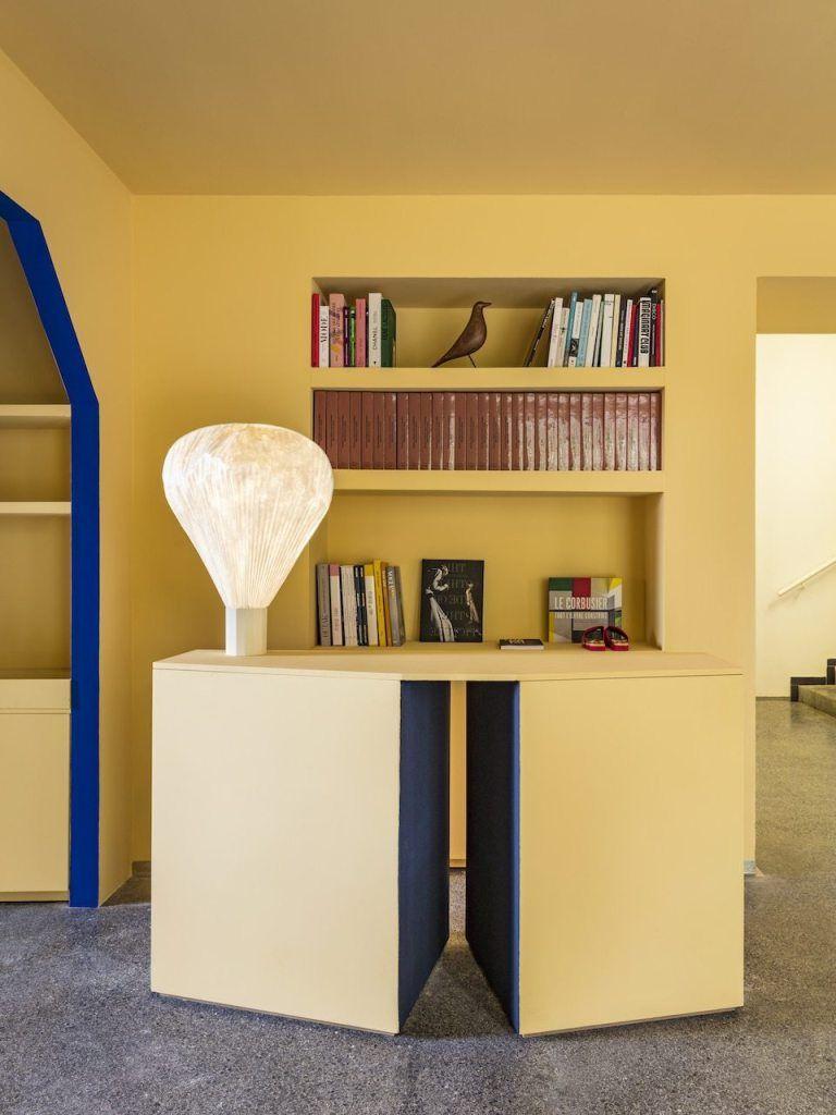 La Boutique De La Villa Noailles Par Pierre Yovanovitch Les Bons Details Mobilier Geometrique Architecte Interieur Inspiration Deco