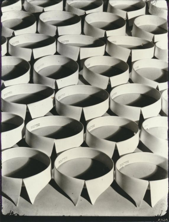 Collection Regard Hein Gorny: O.T. (Krägen)   Untitled, 1928 © Hein Gorny/Collection Regard Courtesy Museum für Kunst und Gewerbe Hamburg   # Horst und Edeltraut