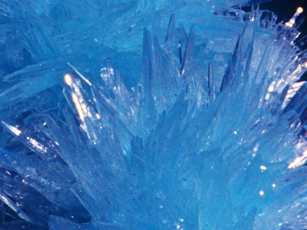http://crystallisations.com/blog/ Resumen de las contestacionesa las preguntas  más frecuentes que me han hecho sobre los cristales y la cristalización.