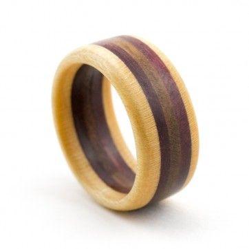 kologisch gefertigte holzringe trauringe nach bauen holz ringe aus holz und drechseln. Black Bedroom Furniture Sets. Home Design Ideas