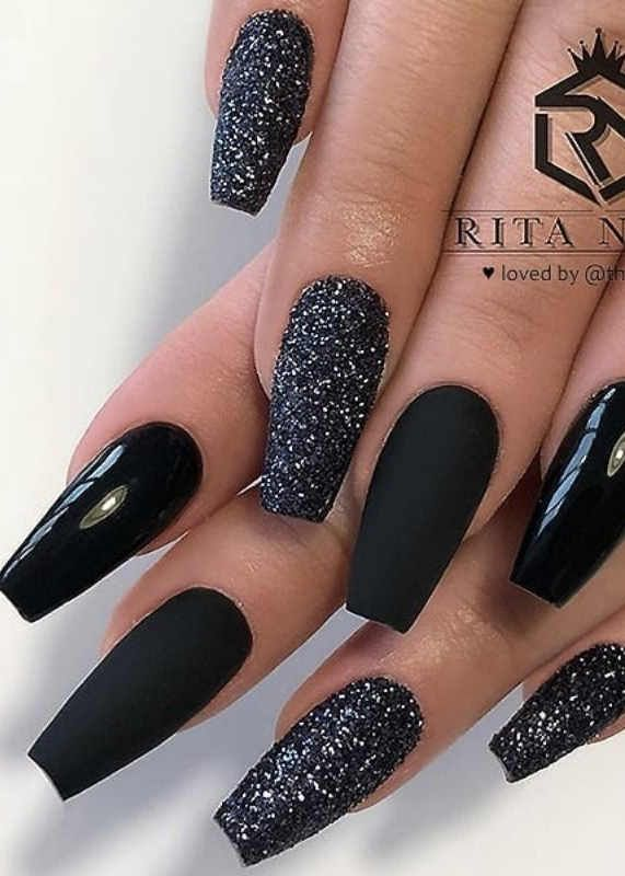 70 Simple Black Coffin Nail Designs For Winter Holidays In 2020 With Images Black Nails With Glitter Gold Glitter Nails Coffin Nails Designs