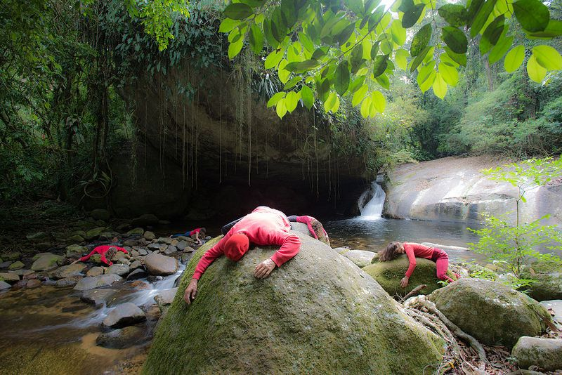 "Sin titulo 1, de la serie ""Its Rain Red People (and i feel good)""  Artista: Maristela Colucci, fotografía digital, 40x26 cm, 2014, + PA"