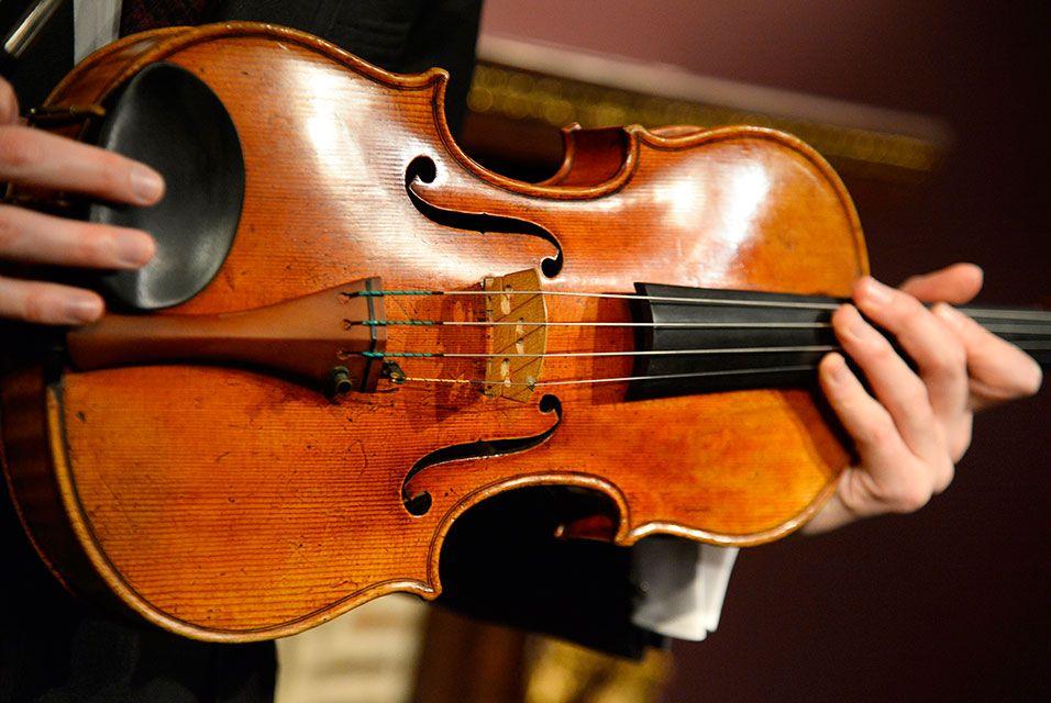 Rare Macdonald Viola Created By Antonio Stradivari Fails To Sell At Sotheby S Auction Antonio Stradivari Music Instruments Things To Sell
