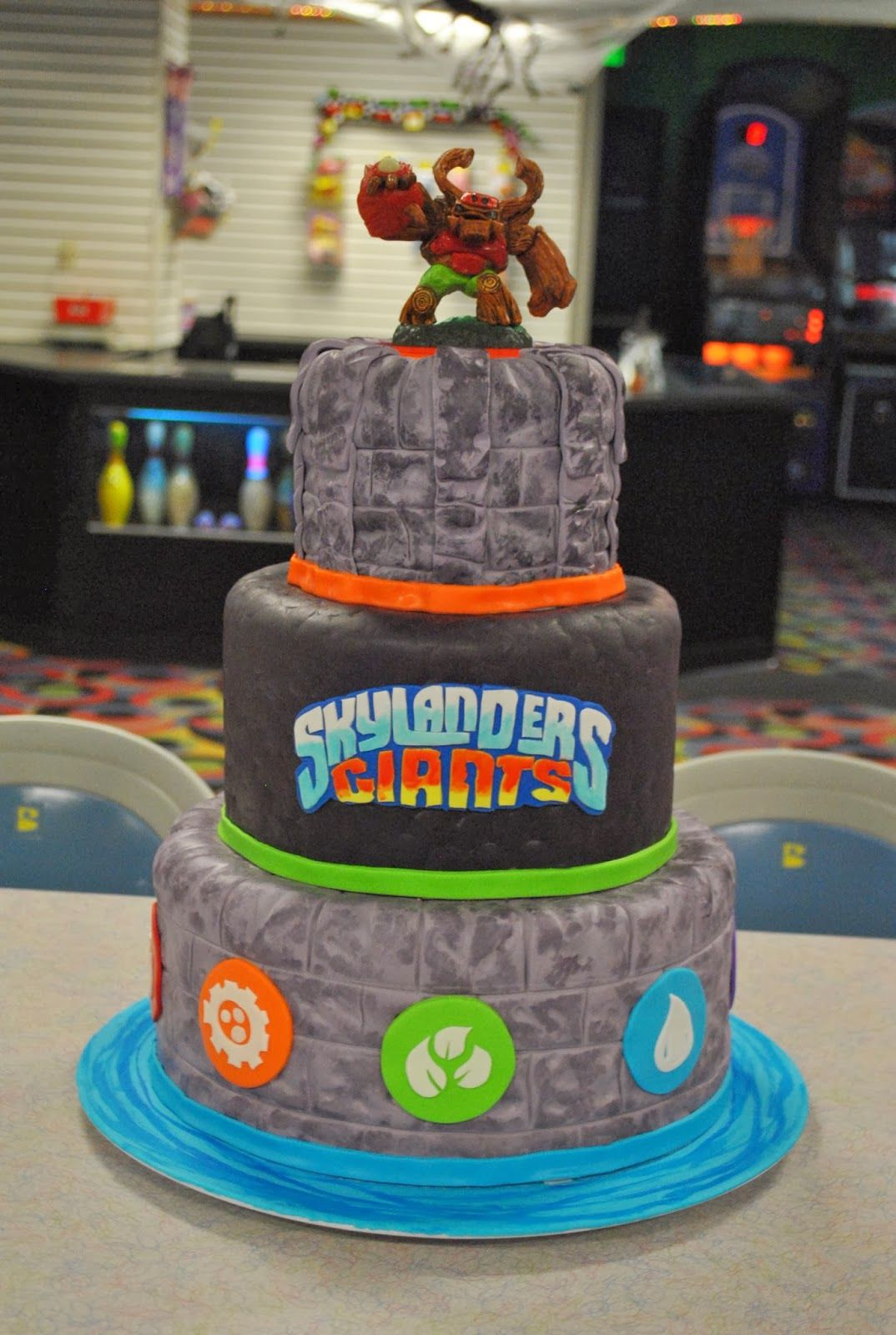 Sensational Skylanders Giants Cake With Images Skylanders Birthday Cake Funny Birthday Cards Online Inifodamsfinfo