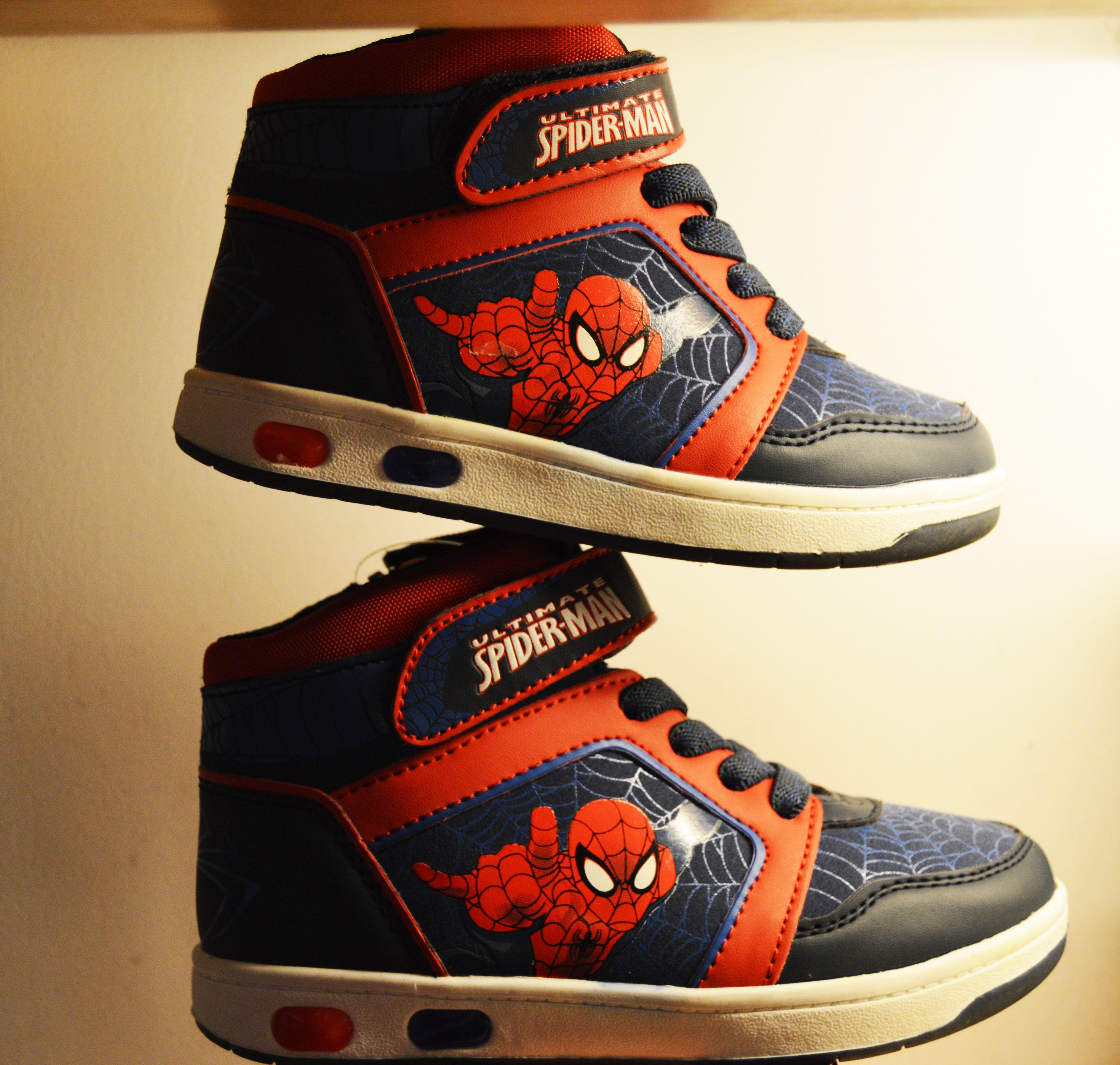 3be0ee2e19 Segundas rebajas en tus zapatillas Spiderman para niño. ¡Y lleva a tu hijo  con su héroe favorito!