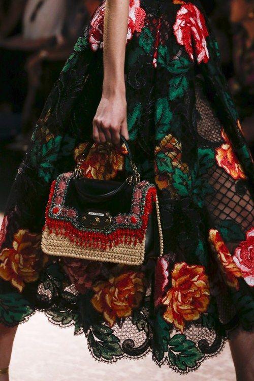 9a1473032 Flâner — Dolce & Gabbana   Spring/Summer 2019   bags & clutches de 2019    Bolsas de crochê, Acessórios e Bolsas