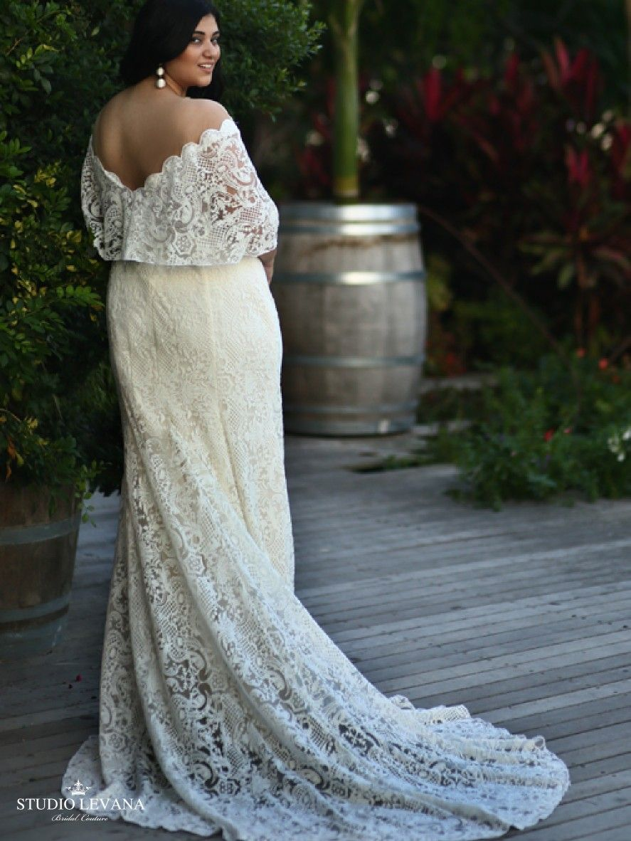 The Back Details Of Bohemian Plus Size Bride With Flatter Cape Sleeves And Lace Mermaid Skirt Sean Studio Levana [ 1182 x 887 Pixel ]