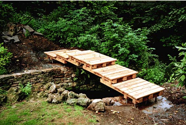 this is going in my backyard will need to scale it down to 10 pallet bridgegarden bridgejapanese - Japanese Garden Bridge Design