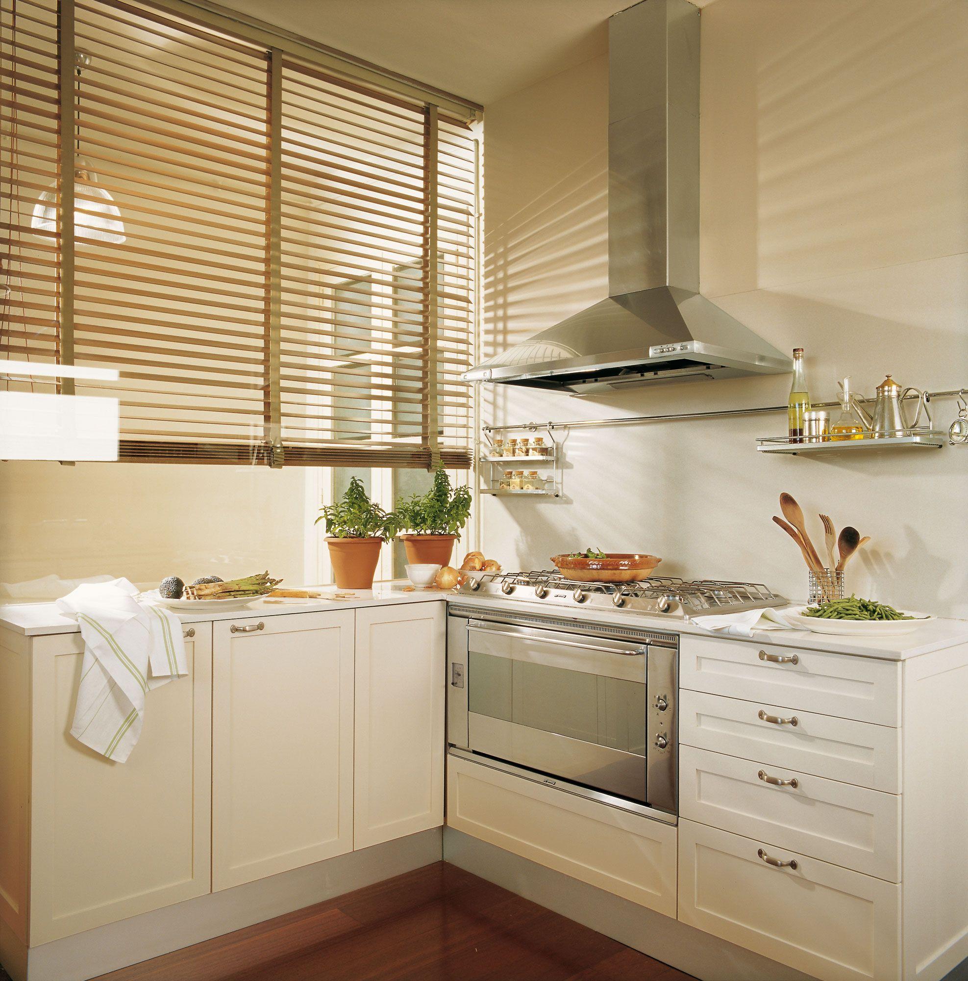 00153472b Detalle De Cocina Con Persiana De Lamas 00153472b
