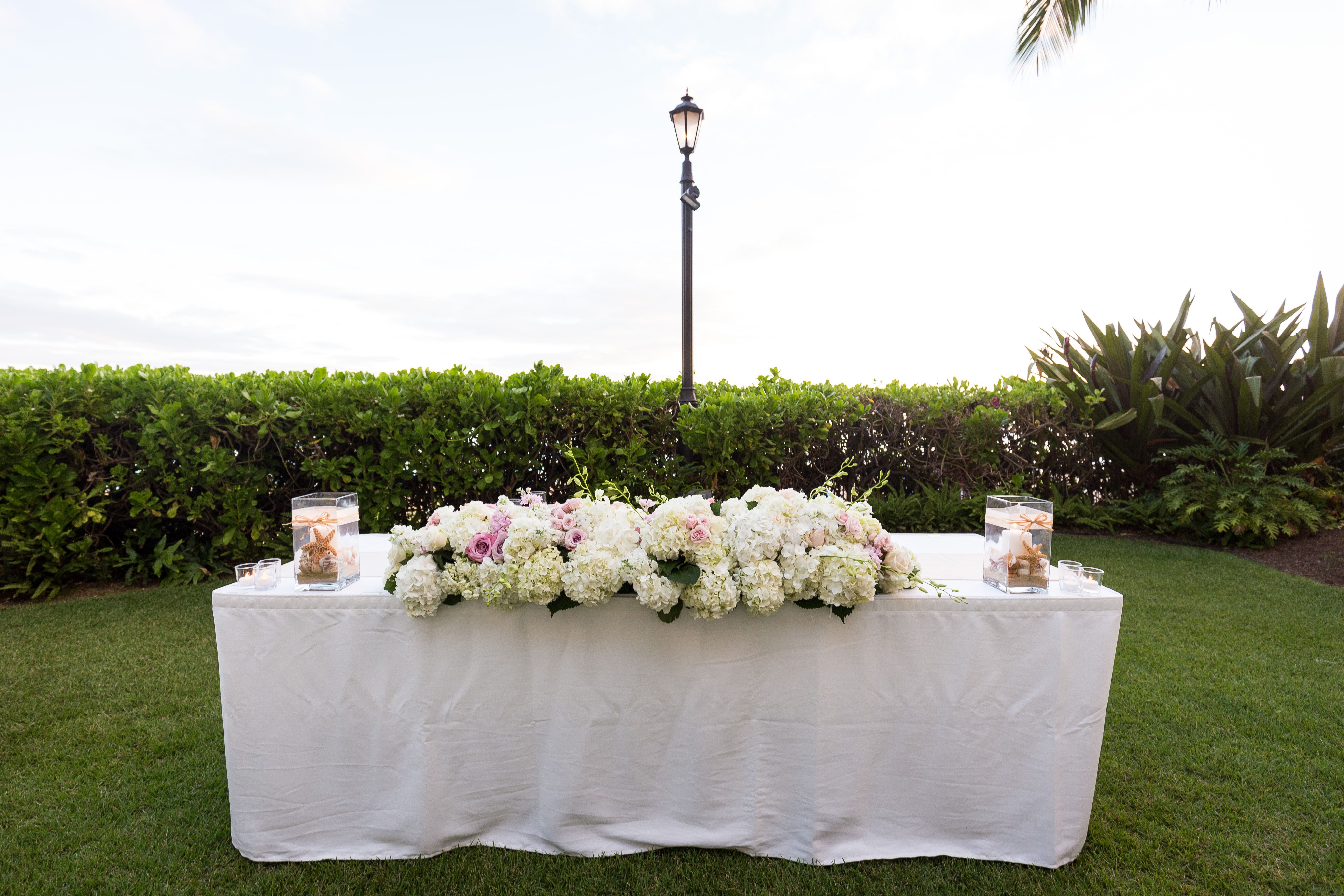 Outdoor Hawaii Wedding Venue At The Moana Surfrider Reception Inspiration For Head Table Covered