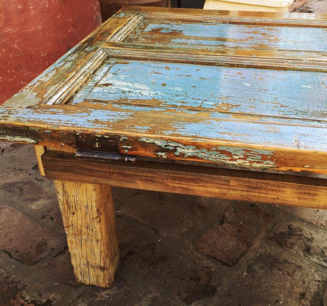 Mesa ratona a partir de una antigua puerta mas trabajos for Mesa madera antigua