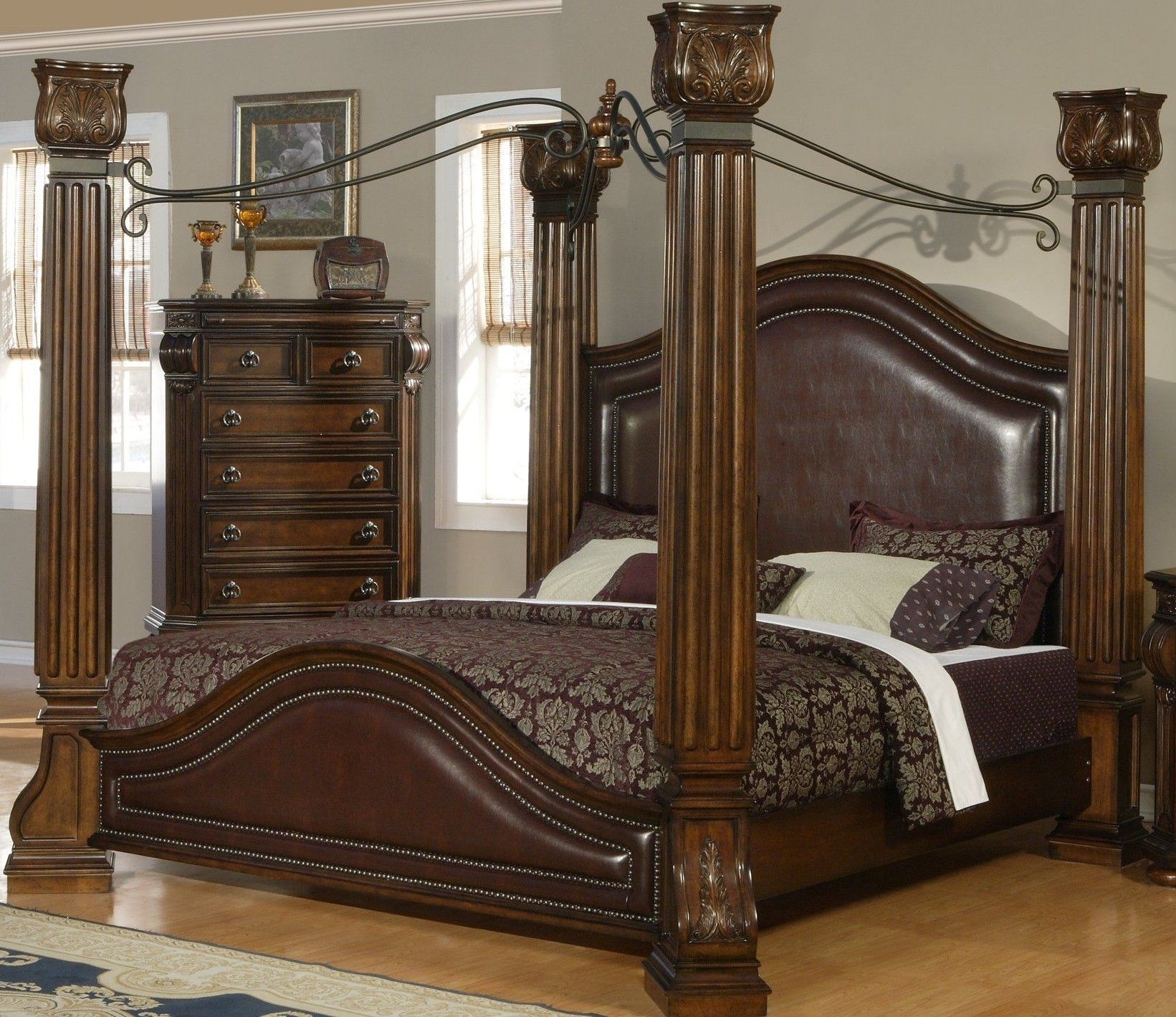 Lovely and classy Four Poster with very sturdy posts