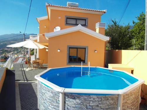 Casa Para�so Arco da Calheta Casa Para?so is a holiday home with a terrace, located in Arco da Calheta. This holiday home offers an outdoor pool and free WiFi. Free private parking is available on site.