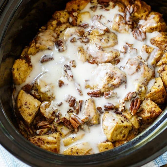 Crock Pot Cinnamon Roll Casserole via @FMSCLiving
