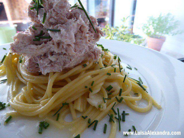 Esparguete de Milho e Quinoa com Atum e Queijo Creme - http://gostinhos.com/esparguete-de-milho-e-quinoa-com-atum-e-queijo-creme/