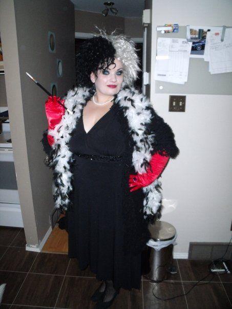 Cruella deville costume black and white boa disney pinterest cruella deville costume black and white boa cruella costumehalloween costume makeupdiy solutioingenieria Gallery