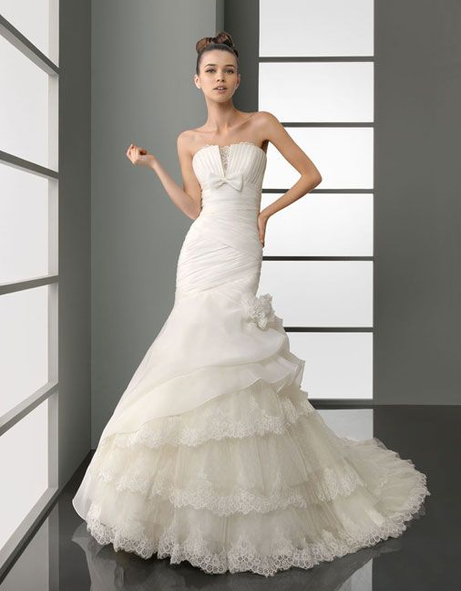 Charming strapless trumpet/mermaid chapel train bridal gowns. Pretty...not sure if I'd wear it though.