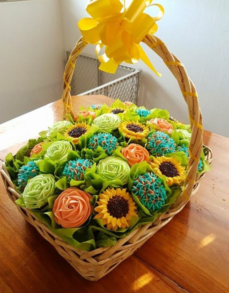 Cupcake bouquet in a basket cupcake flower bouquets diy