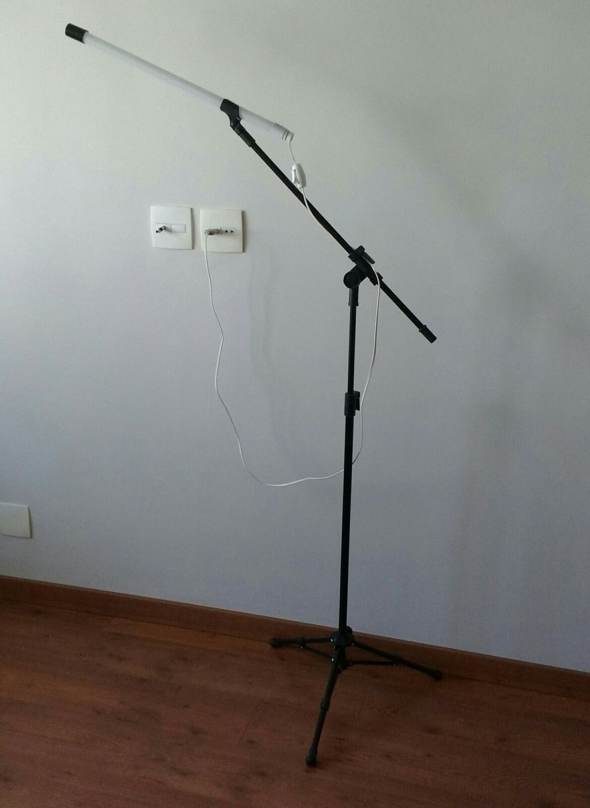 Led Pedestal De Microfone Adatjour Moderno