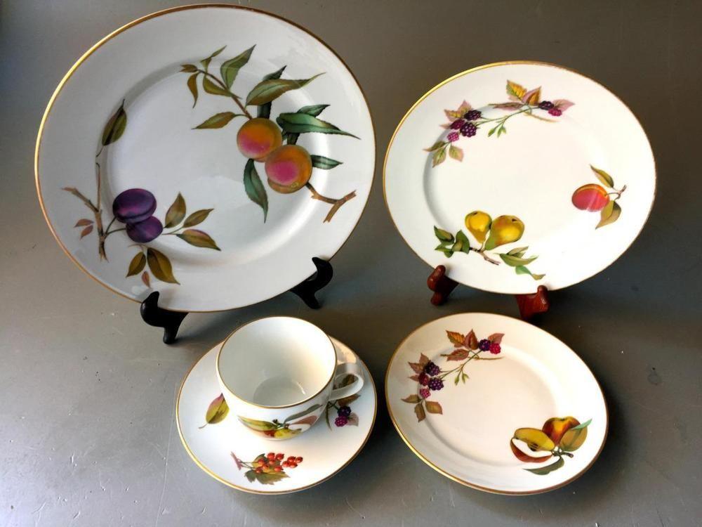 Royal Worcester 5 Piece Set Patternevesham Gold Trim Porcelain
