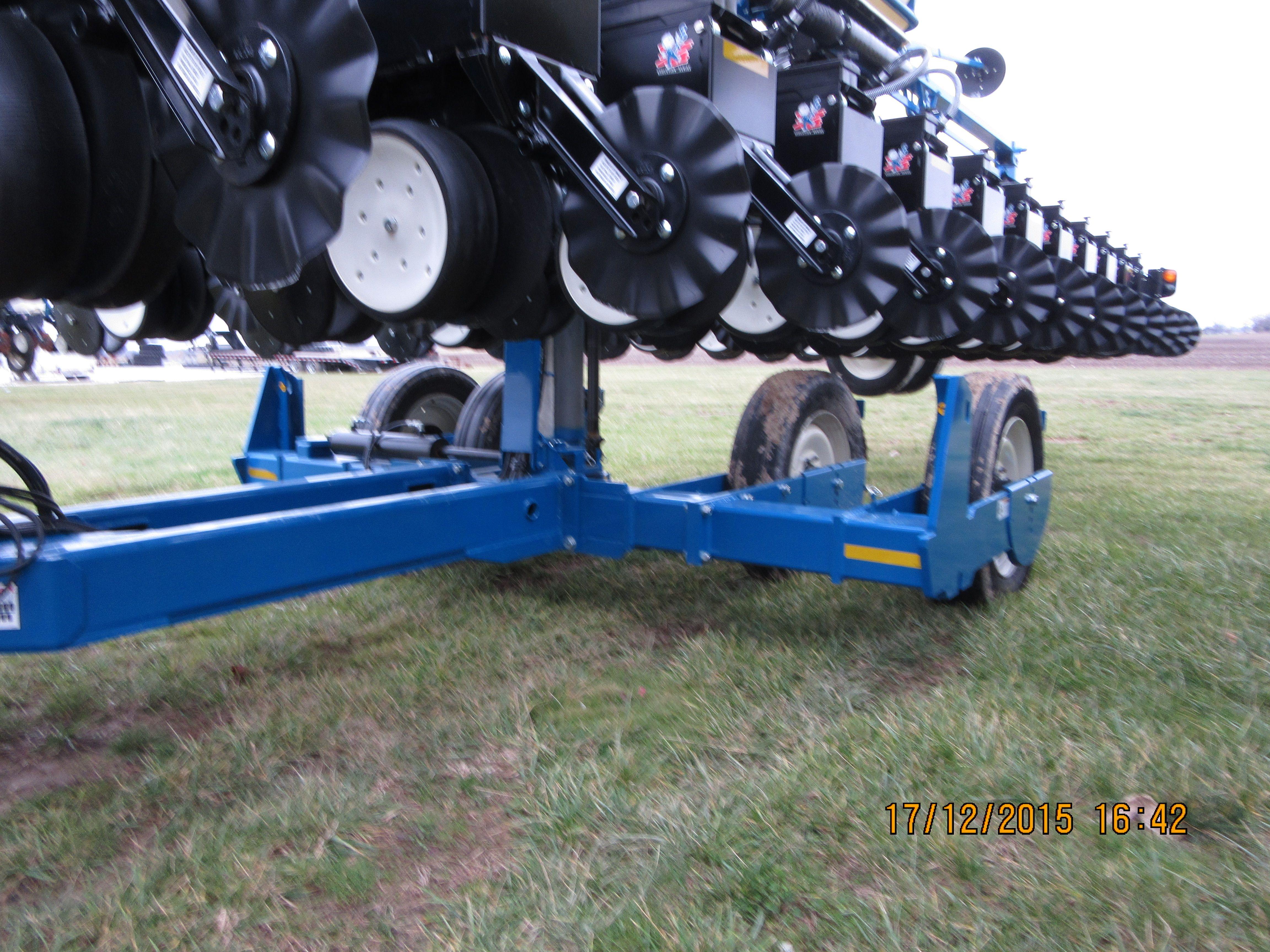 32 Row Kinze 3600 Corn Planter 4 Wheels Rear Axle Kinze Farm
