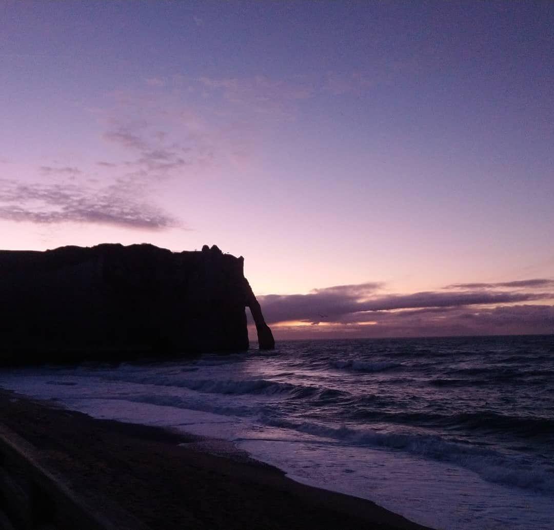 Il Les Fait Sortir Des Tenebres Vers La Lumiere Etretat Caen Normandie Lehavre Lh Falaise Nature Natural Rappel Meditation Outdoor Coastline Beach