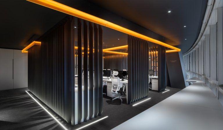 黒や白を多用したsf的な空間が創造力を掻き立てる Macquarie のオフィス オフィスデザインや内装設計を手掛ける株式会社インクルードデザイン オフィスデザイン オフィスインテリア 内装