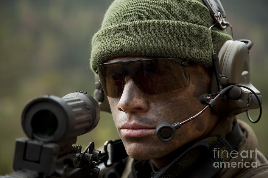 U S Special Forces Soldier Stays Alert By Tom Weber Us Special Forces Special Forces Soldier