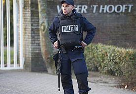 26-Apr-2013 16:11 - HOGESCHOOL LEIDEN ONTRUIMD NA BOMMELDING. De Hogeschool Leiden is vrijdagmiddag ontruimd na een bommelding. De politie gaat uit van een valse melding.