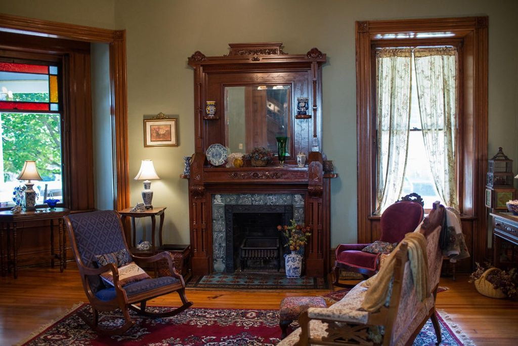 505 E Scott Ave Knoxville Tn 37917 Zillow Old House Dreams Entry Doors With Glass Victorian Interiors