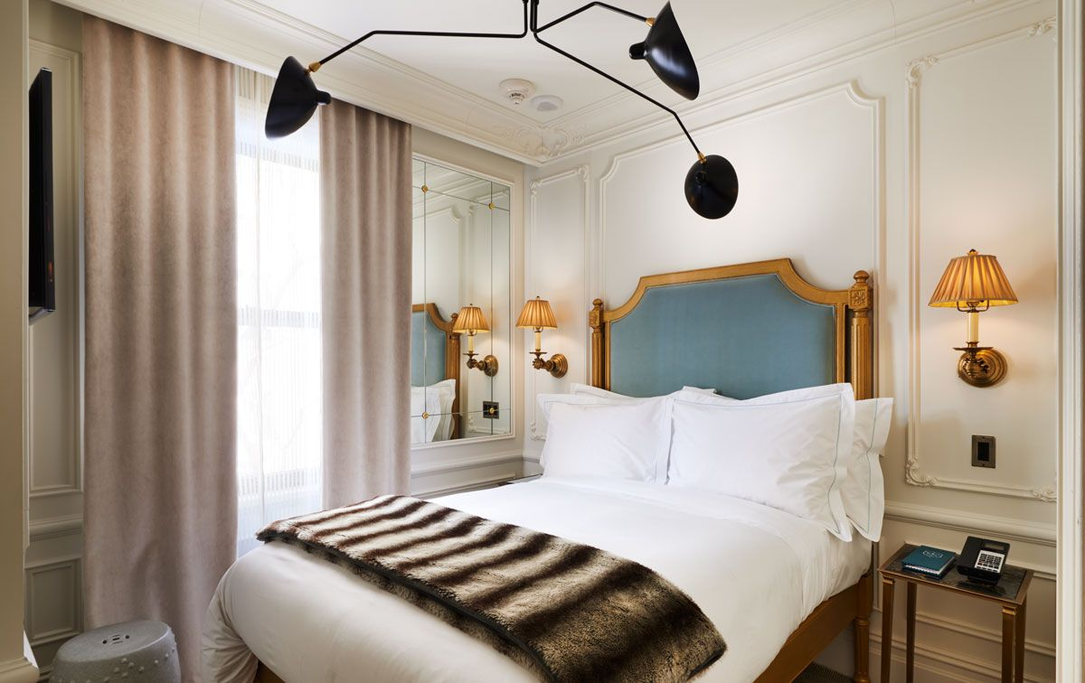 Petite rooms under 100 square feet the marlton hotel for Hotel home decor